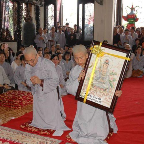 Doanh nhân Ngọc Diệp – Tổng giám đốc Việt Chay group đã xuất gia