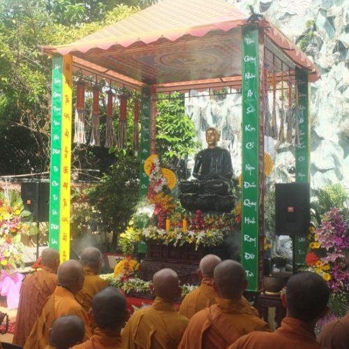 Lễ khai mạc trưng bày tượng ngọc Phật Hoàng Trần Nhân Tông
