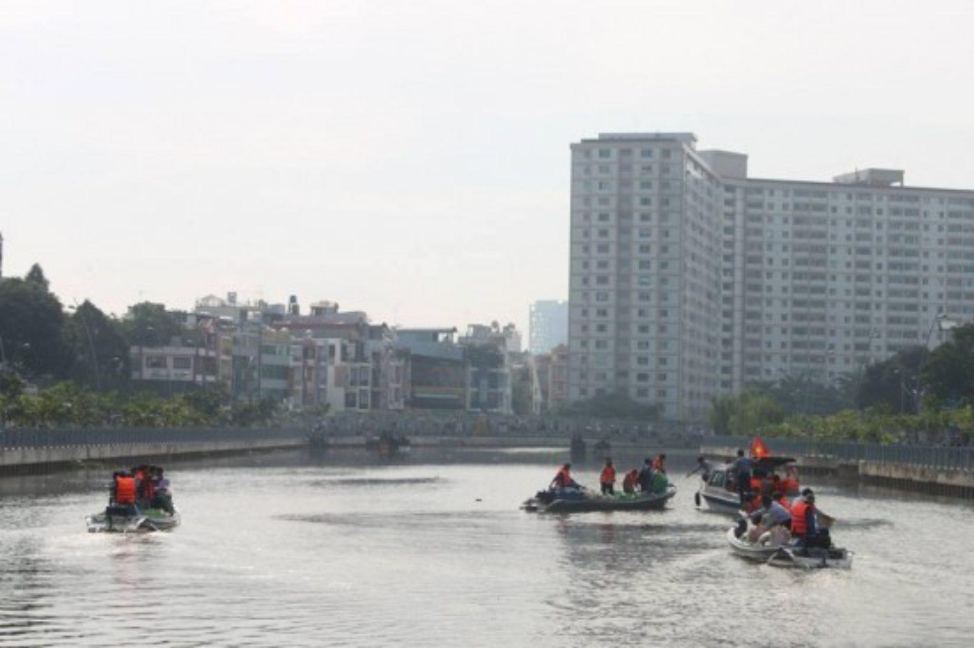 205.000 ngàn con cá được thả xuống Kênh Tàu Hủ & Nhiêu Lộc