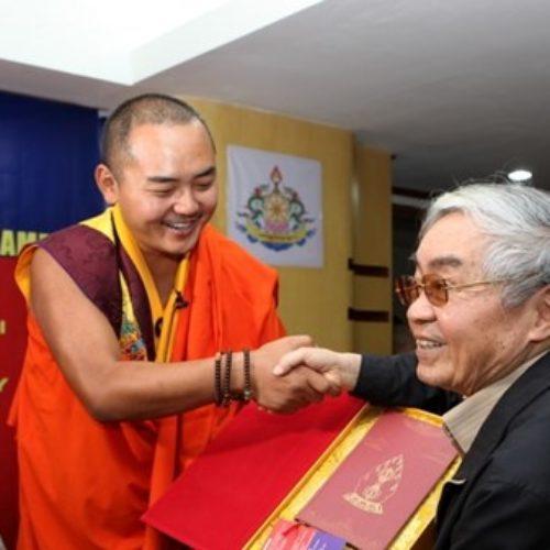 Ngài Gyalwa Dokhampa: Hạnh phúc không chỉ đến từ giàu có