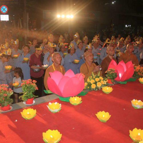 Phật giáo Phú Nhuận tổ chức lễ Nhiễu Hoa Đăng Cầu Quốc Thái Dân An