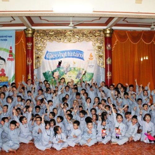 350 tu sinh tham dự Khóa tu Gieo Hạt Từ Tâm kỳ 33