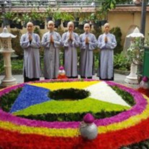 Lễ Thế Phát Xuất Gia 5 Tịnh Nữ.
