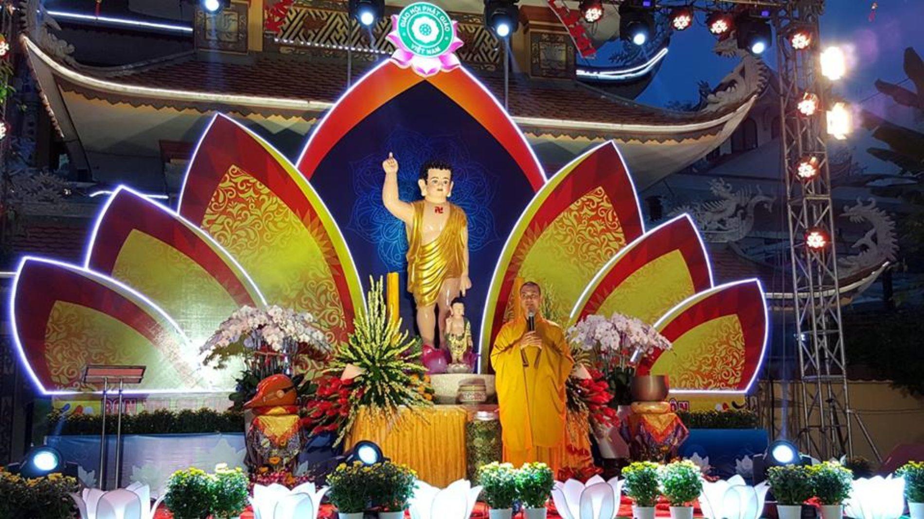 Lễ thắp sáng 7 đóa sen trên kênh Nhiêu Lộc (Phật Đản – PL.2561)