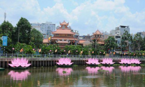 QATV: Lễ hạ thuỷ 7 đóa sen trên kênh Nhiêu Lộc (Phật Đản PL.2562 – DL.2018)