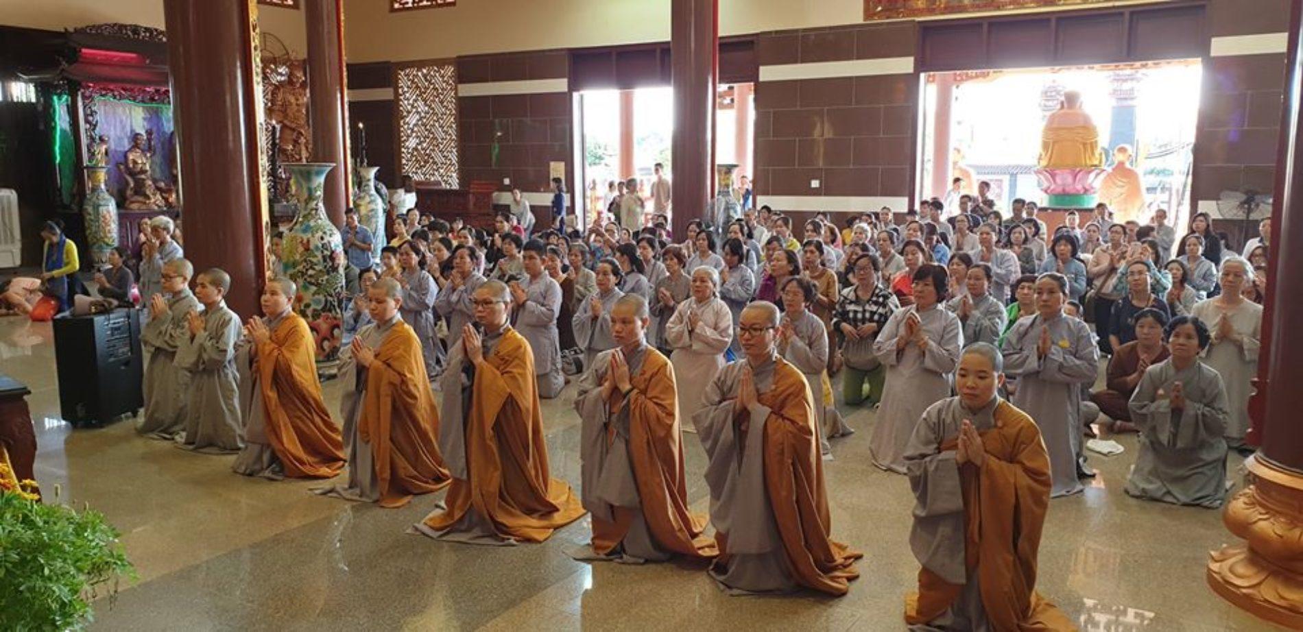 Quan Âm Tu Viện tổ chức hành hương cúng dường các chùa đầu xuân Kỷ Hợi
